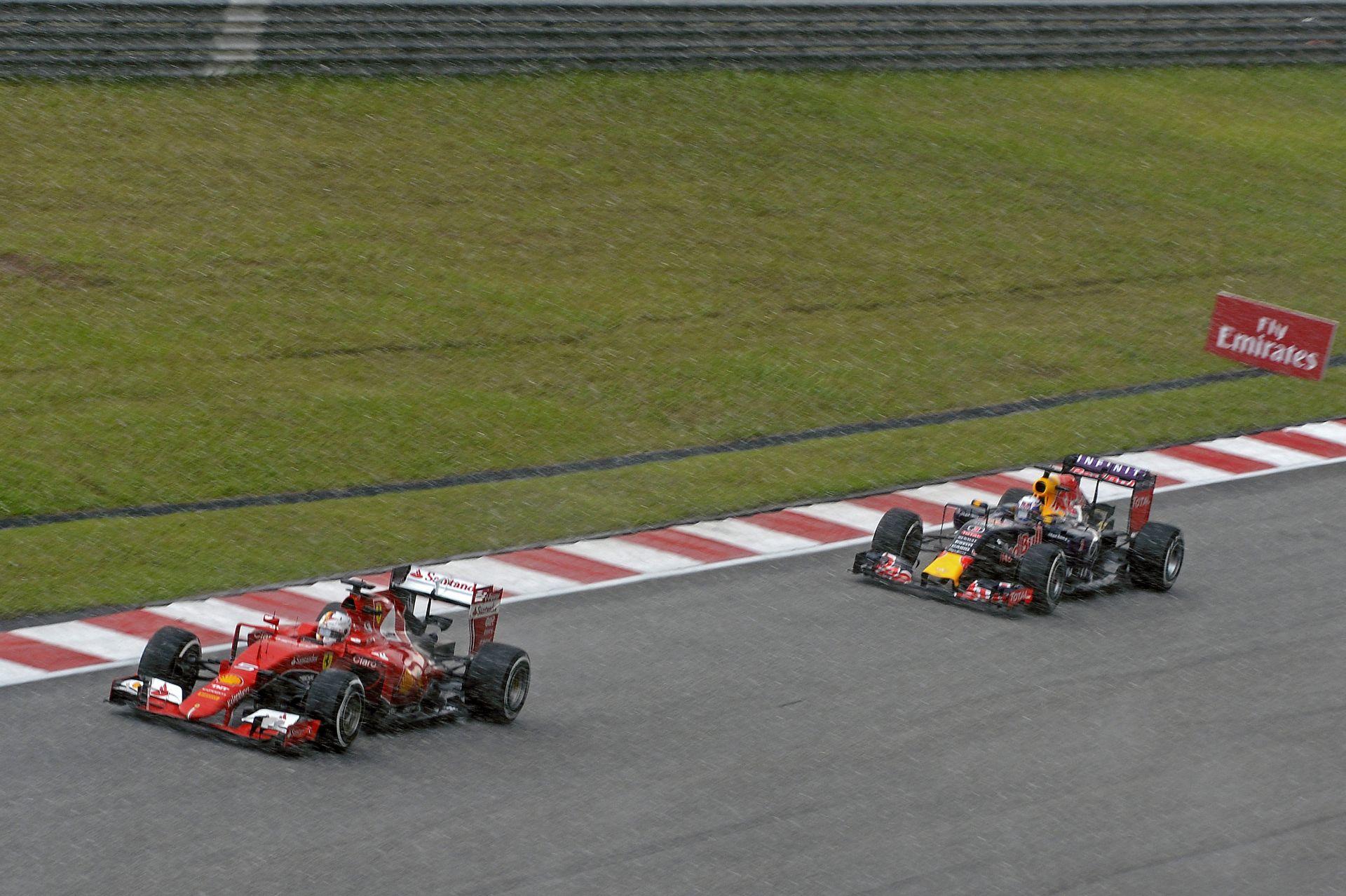 A Red Bull a Ferrarival nagy hibát követne el!