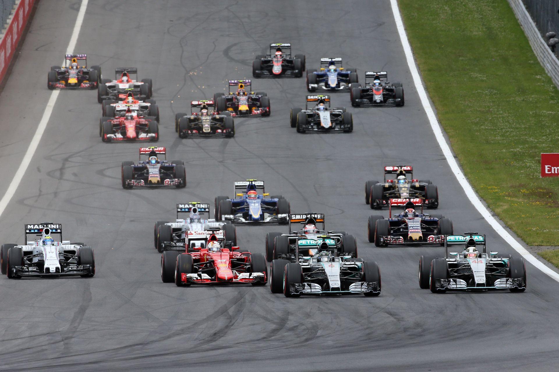1 percben a 2015-ös F1-es Osztrák Nagydíj: Alonso és Raikkönen becsapódása elvitte a showt