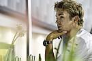 Érdekes rádiózások a Mercedesnél: Hamiltonnal a garázsban beszélnek, Rosberg nem akarja tudni