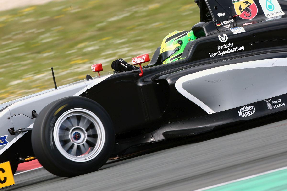 Vettel reméli, hogy Mick Schumacher nyugodt körülmények között fejlődhet