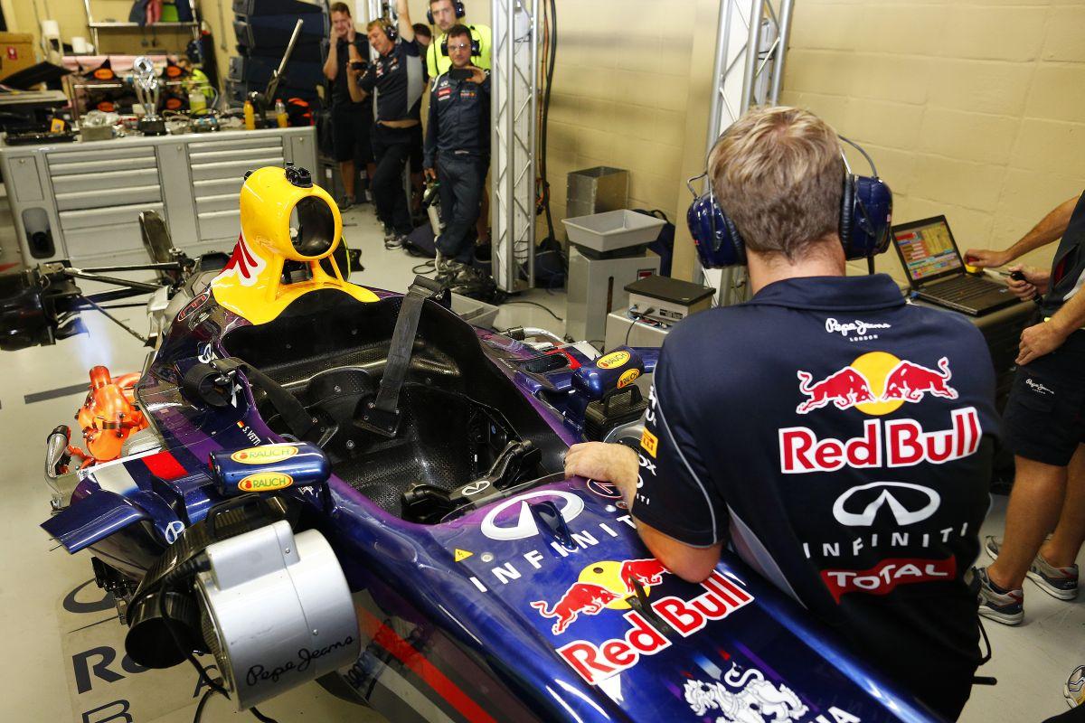 """Elektromos """"hibriddel"""" gyakorolja a Red Bull a kerékcseréket: """"Ez az új Formula E"""""""