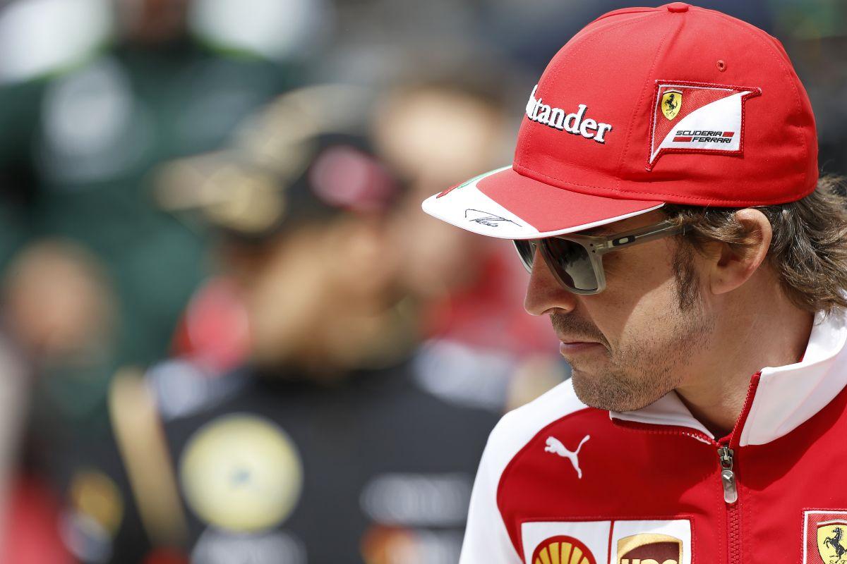 Alonso: vicces volt, ahogy oda-vissza panaszkodtunk Vettel-lel