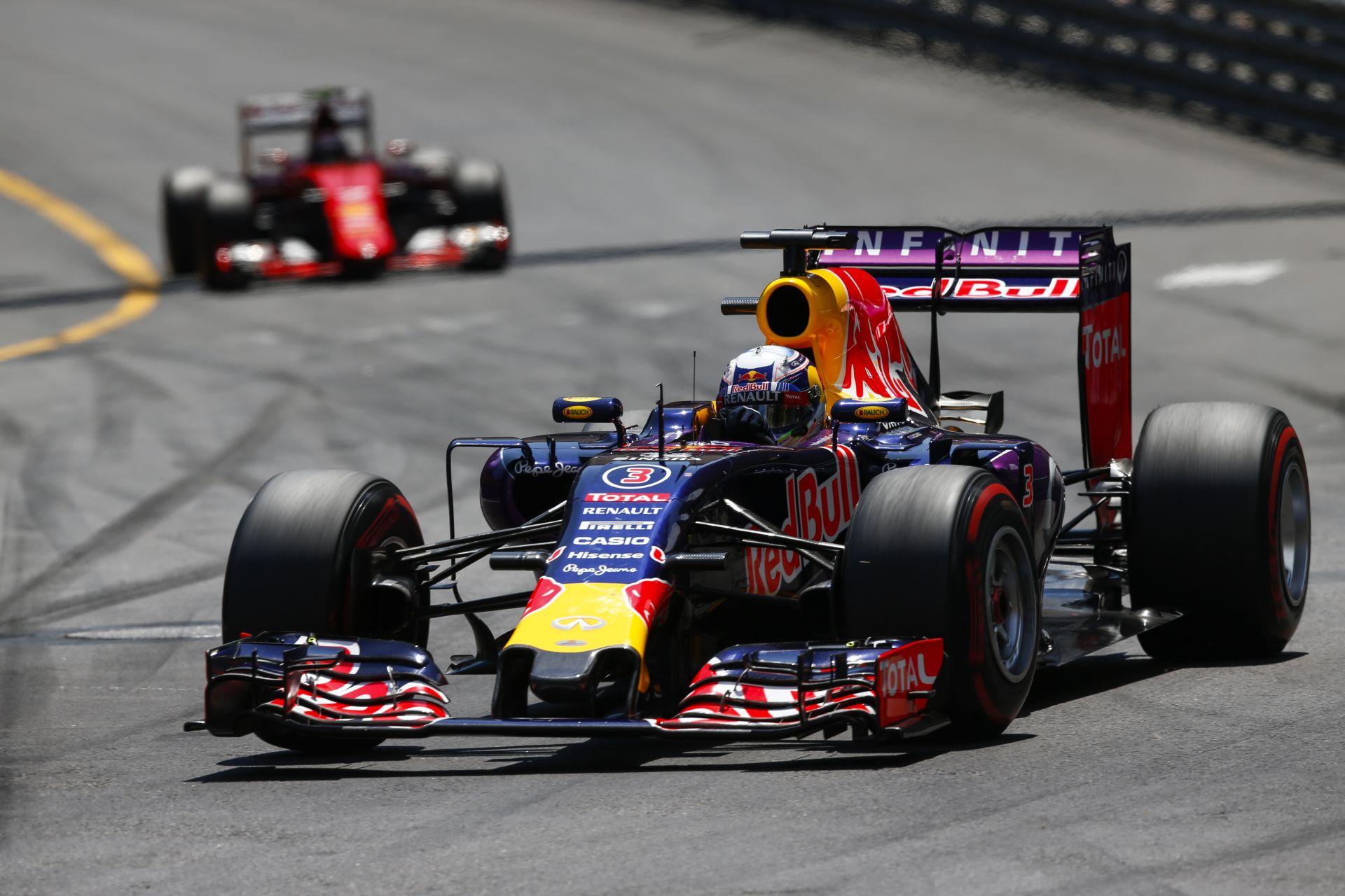 A Red Bullnál már megy a matek a büntetés miatt a motorokat illetően