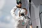 """Hamilton kiment """"fánkozni"""" a győzelmét követően: A rajongók megőrültek!"""