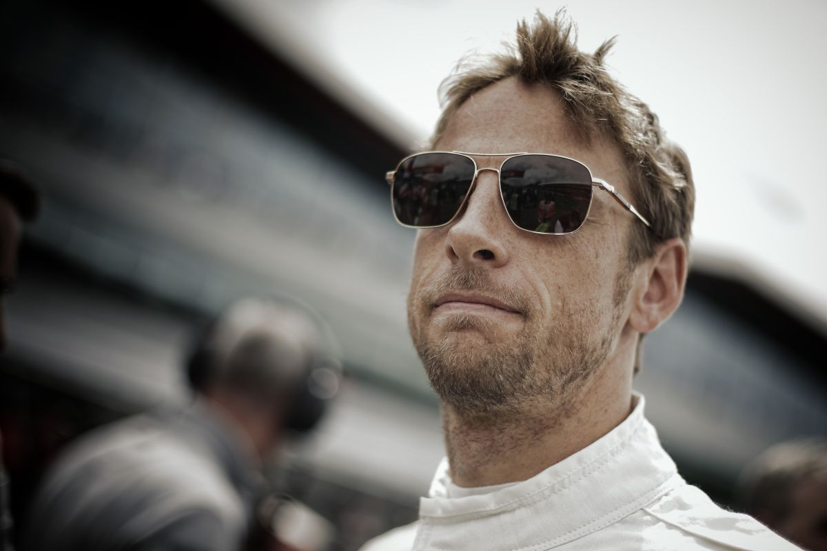 Button bajnok, csúcsformában van: nincs oka aggódni a jövője miatt