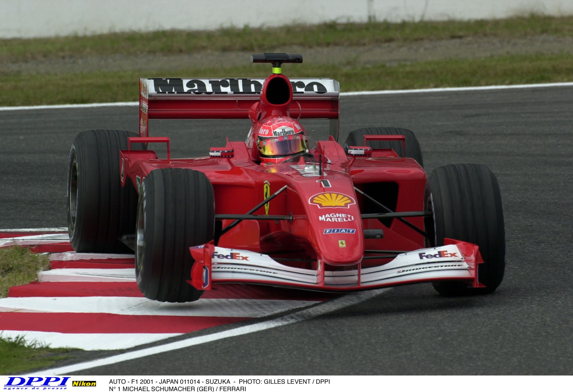 Schumacher a régi Hockenheimben a V10-es Ferrarival