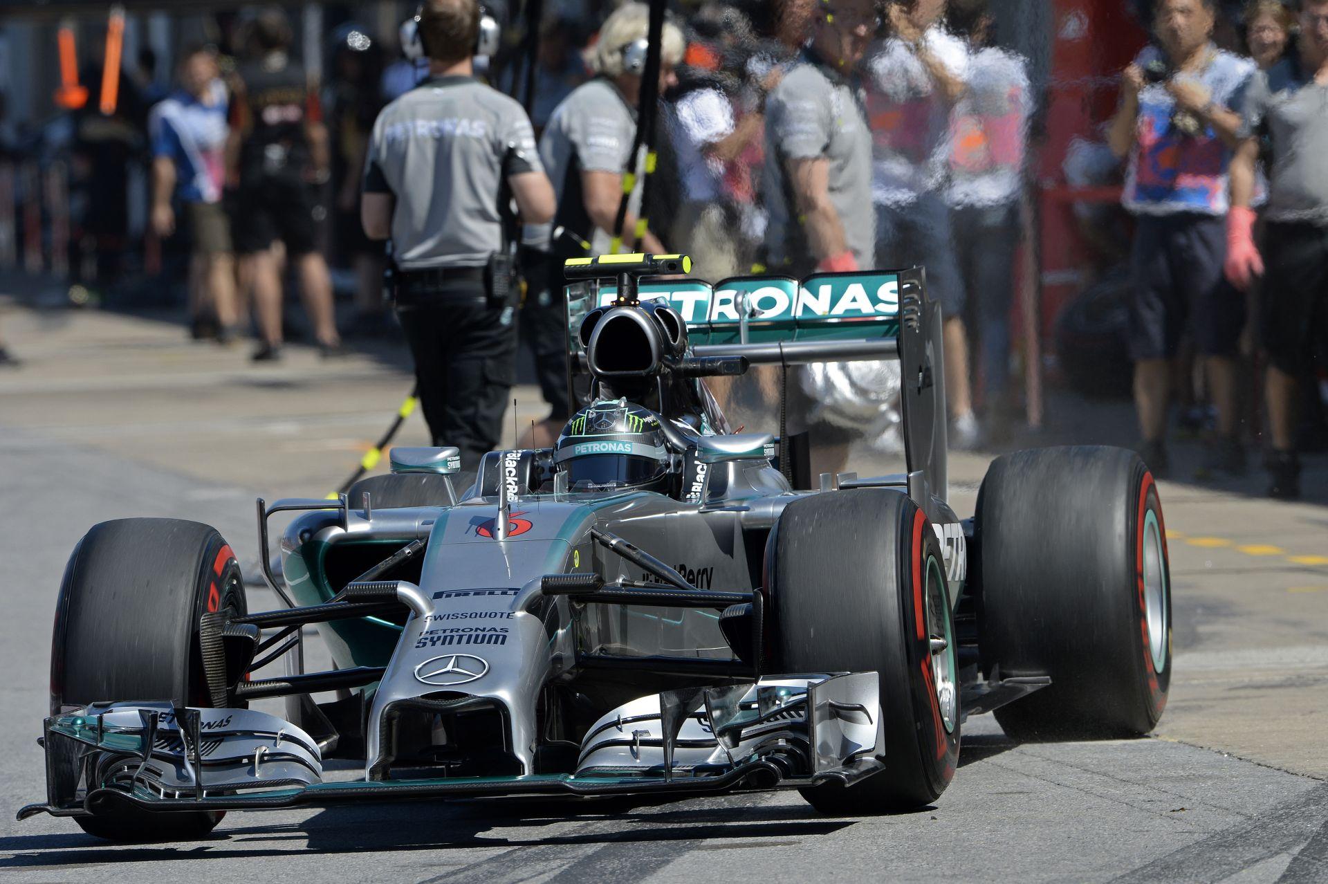Rosberg meglepte Hamiltont, aki bízik benne, hogy szoros lesz a befutó vasárnap Montrealban! Vettel pedig elvan a harmadik helye