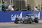 A Ferrari roham miatt a Lewis Hamilton/Mercedes szerződés egyre kritikusabb
