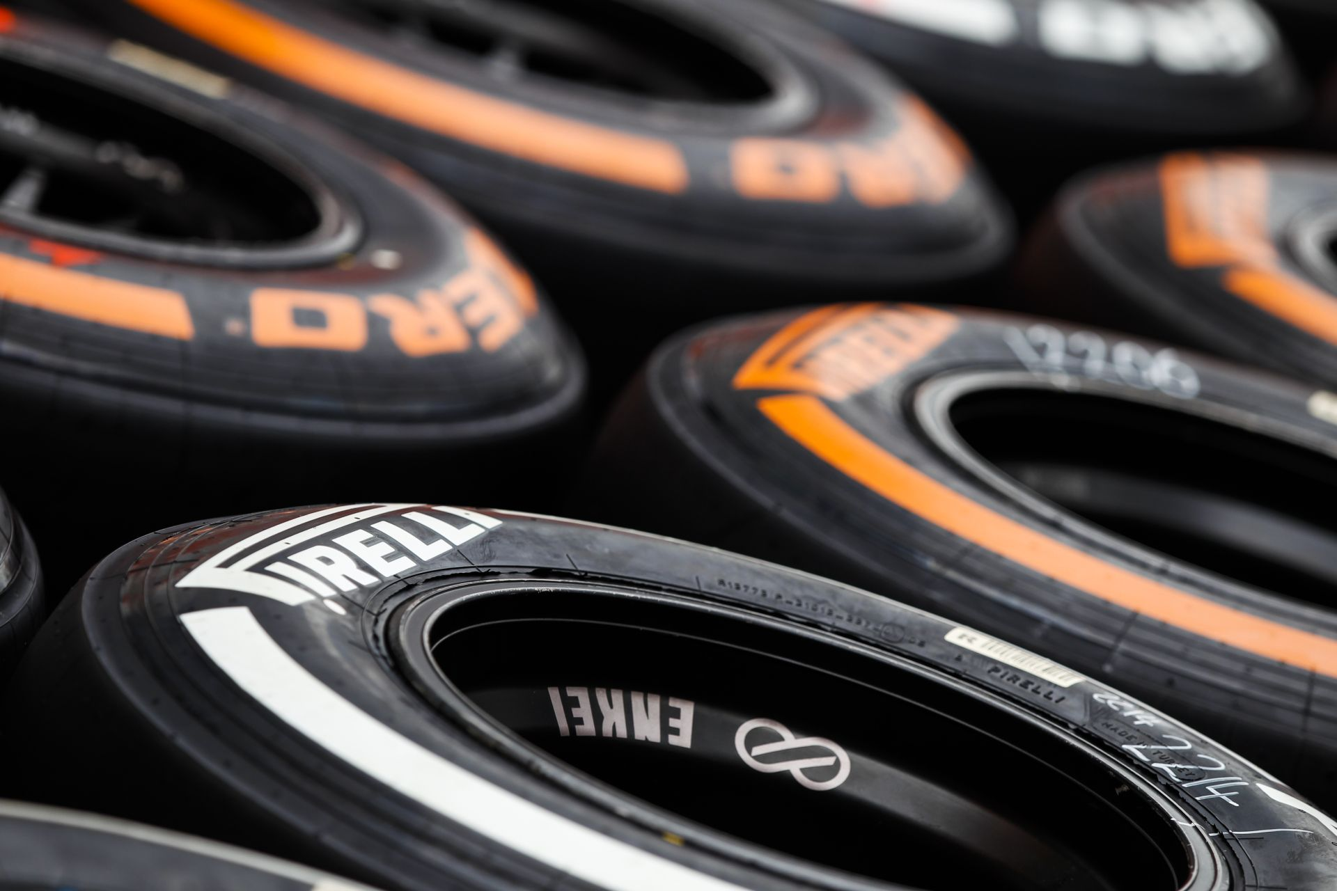A Pirelli kiválasztotta a gumikeverékeket a következő négy versenyre
