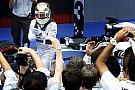 Már Lewis Hamilton vezeti a bajnokságot a Mercedesszel