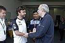 Alonso mindenre emlékszik: beragadt a kormány, egy tornádó is kevés lett volna a McLaren ellen