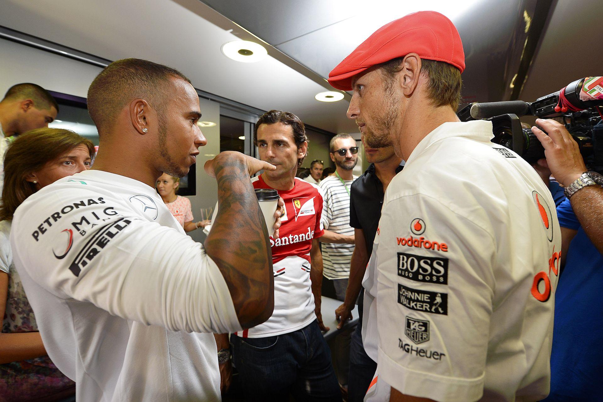 Hamilton szerint hihetetlen az, amit Button csinál