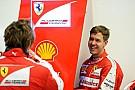 Kiderült, hogy Vettel miért hord két számmal nagyobb overált