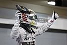 Hamilton nyerte az öldöklő csatát Bahreinben Rosberg ellen! Újabb kettős Mercedes-siker! Pérez a dobogón, és egy brutális bukás
