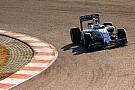 Baleset az F1-es teszten Barcelonában: A Williams női pilótája is ütközött