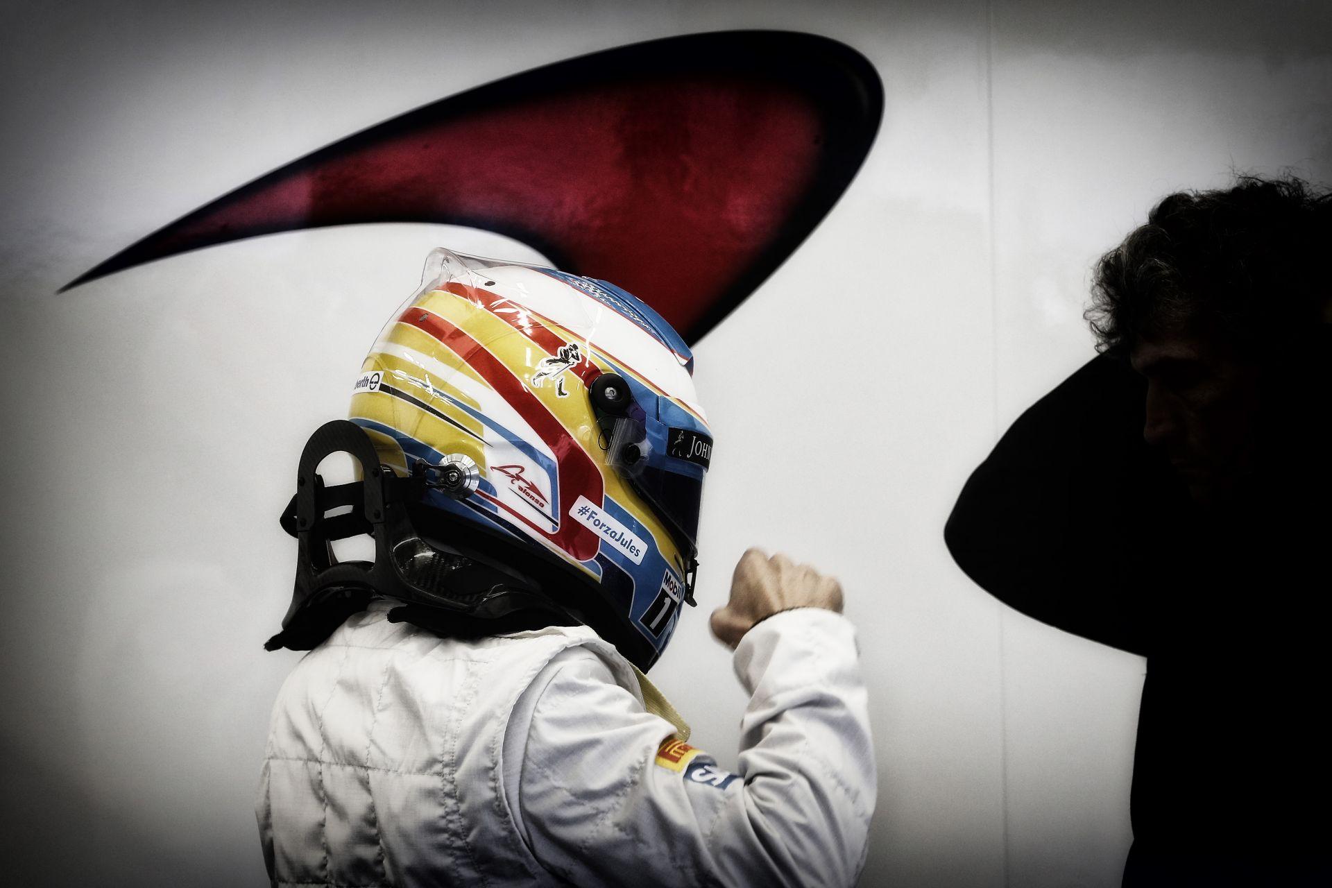 Hivatalos: Alonso elhagyta a kórházat, a saját lában!