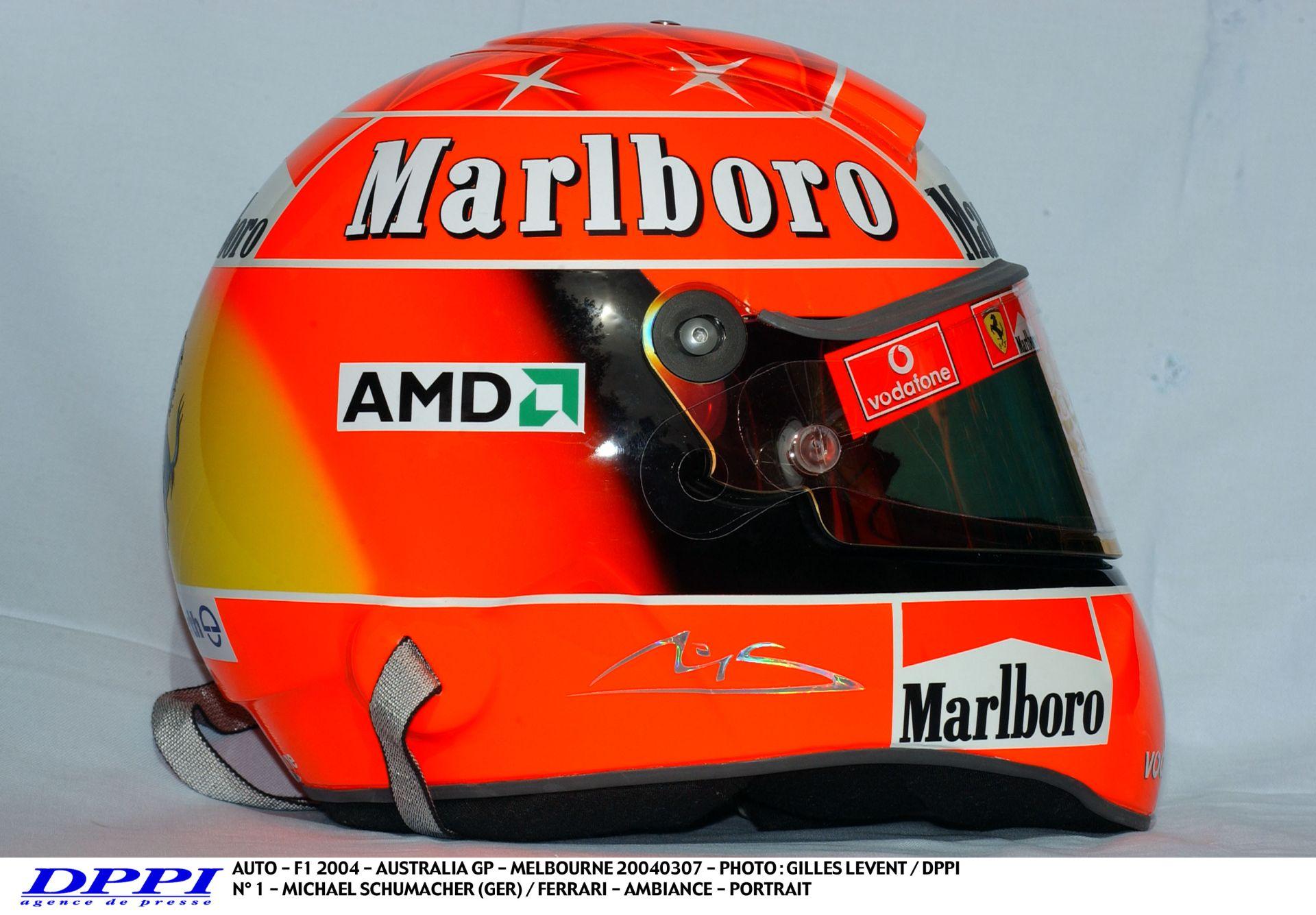 Ez most mindent visz! Az összes F1-es világbajnok sisakja egy képen! Kötelező darab!