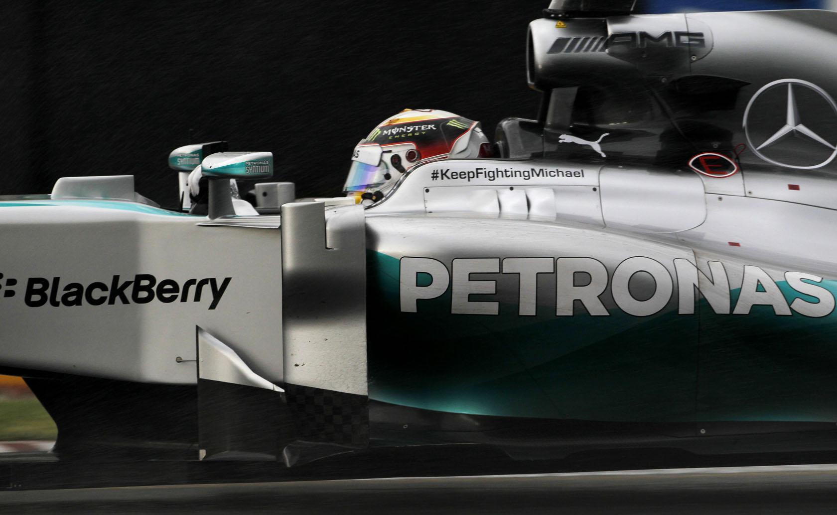 Túl sok üzemanyagot fogyasztott a Mercedes: Az FIA megkegyelmezett a csapatnak