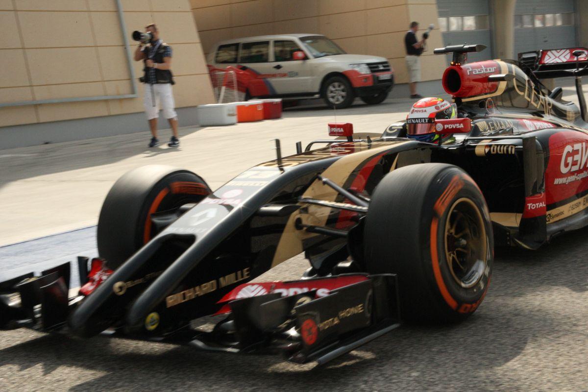 Röviden: motort kell cserélni Maldonado autójában, -1 egység
