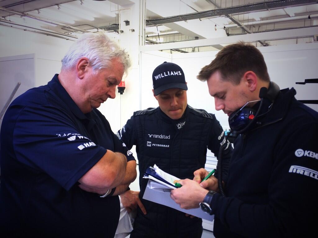 Röviden: Bottas feltartotta Ricciardót, 3 helyes büntetés a futamra