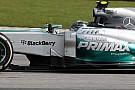 Rosbergben megállt az ütő, amikor Vettel majdnem falhoz kente: Videó