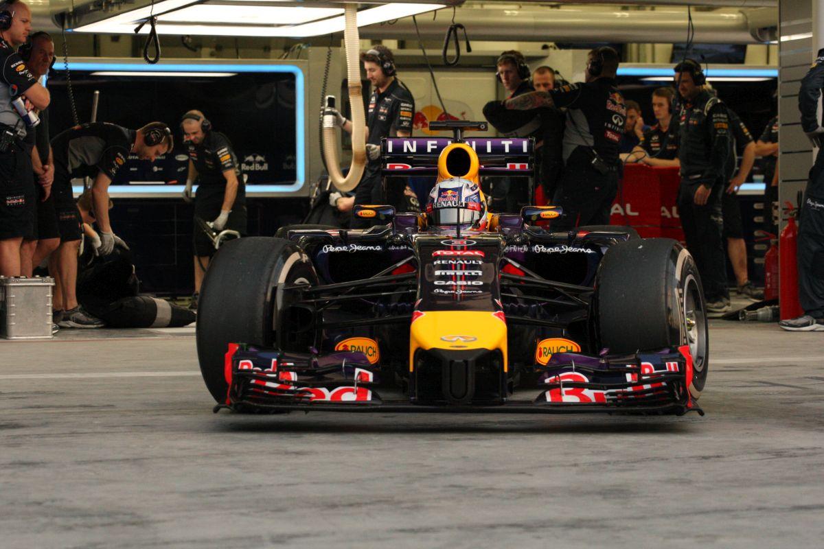 Élen a Mercedes-motorok, küzdelem Renault-fronton: képek az első tesztnapról