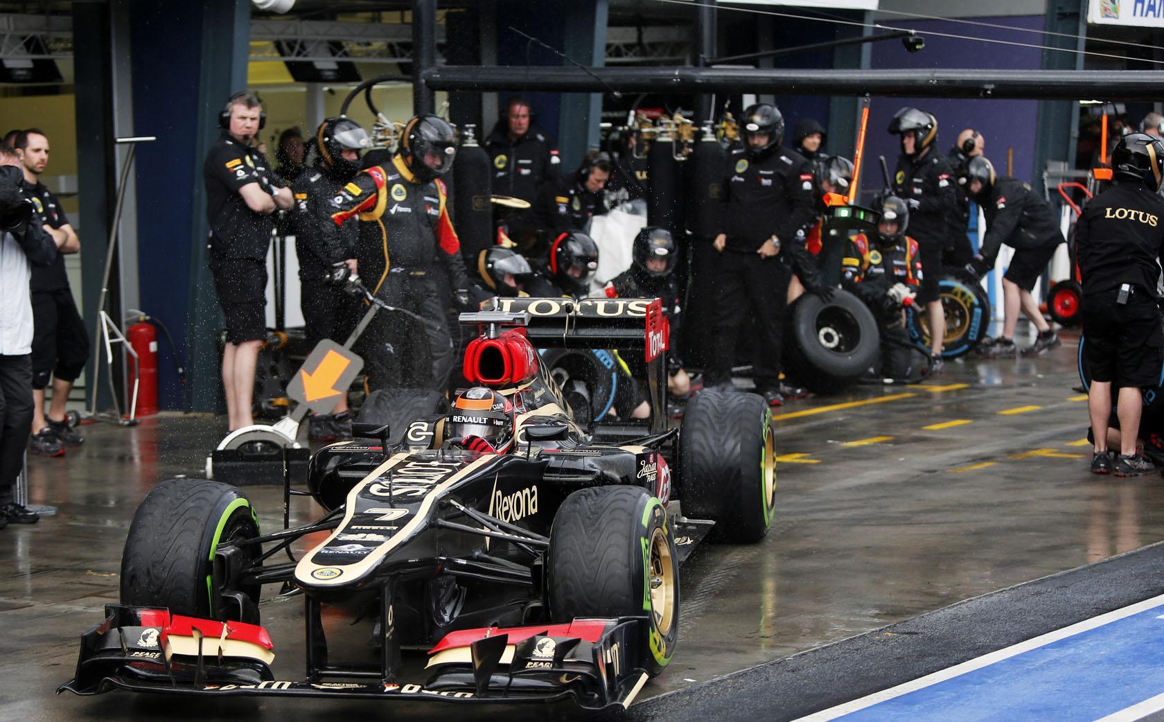 Egyre forróbb a talaj a Forma-1 alatt, a Lotus és a Williams is gyártót válthat