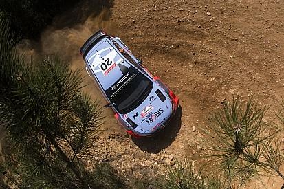 İtalya WRC: Neuville Latvala'nın hemen önünde, Paddon yarış dışı