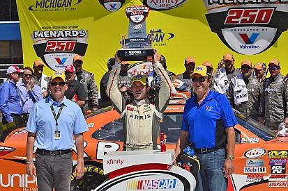 Suárez supera Kyle Busch e vence primeira na NASCAR