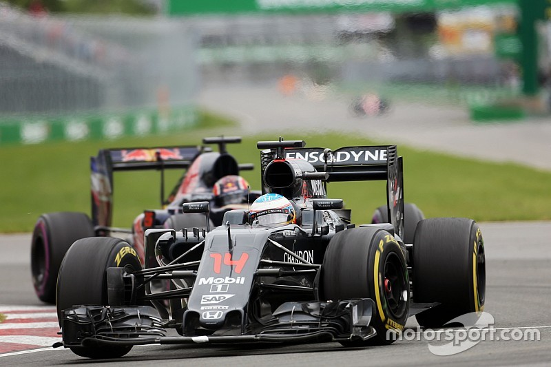 """Alonso legt radioboodschap uit: """"Wilde nog een pitstop maken"""""""