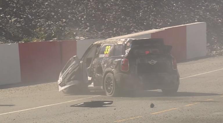Nagy baleset WRX versenyén: a tetőn csúszott, majd jött az újabb borulás