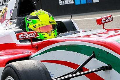 Mick Schumacher második lett a vasárnapi futamon: a biztonsági autós fázis elvette tőle a győzelmet