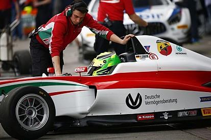 Mick Schumacher a második versenyét is megnyerte az olasz F4-ben: parádésan ment a vizes pályán