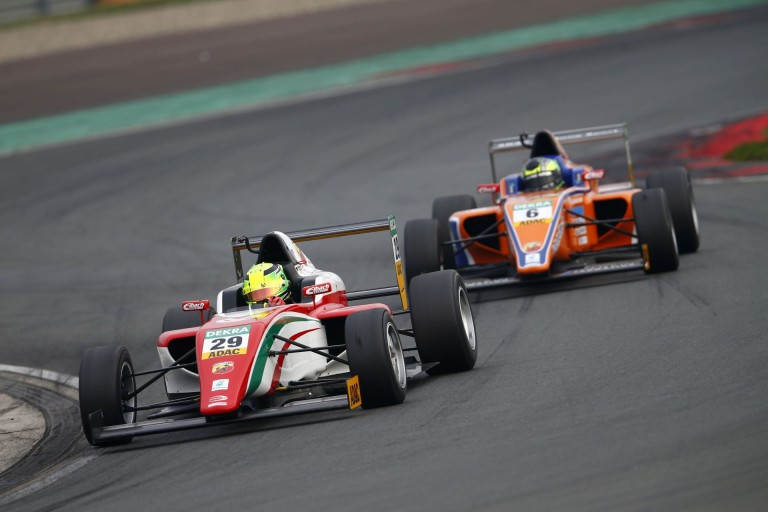 Elképesztően nagyot ment Mick Schumacher vasárnap: a 18. helyről jött fel az ötödikre Misanóban (Frissítve)