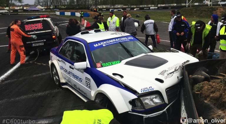 V12-es C Merci a falban Máriapócson: nagyot kapott a driftvas