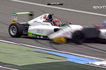 Egy nagyon durva baleset a Formula-4-ben: halálfélelem, majd leszakad a versenygép hátulja