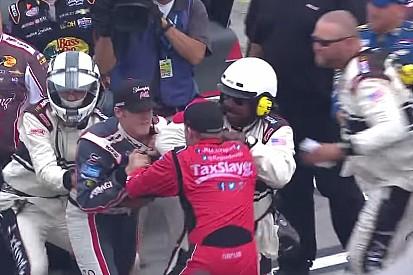 Ismét elszabadultak az indulatok a NASCAR-ban: Bunyó a két versenyző között