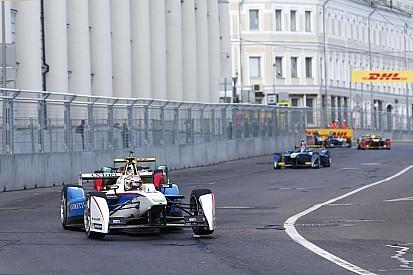 Az IndyCar versenyzői a Golden Gate-hídon rótták le tiszteletüket Justin Wilson előtt
