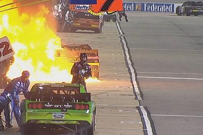 NASCAR: Akciófelvétel a bokszban! Hollywoodi tűzjelenet