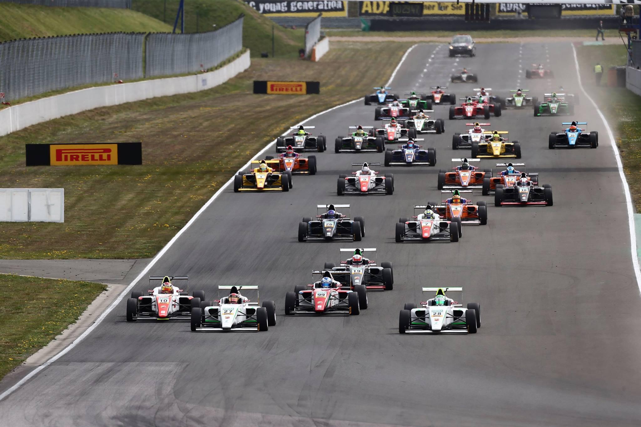 Történelmi pillanat: Schumacher fia megszerezte élete első győzelmét a Formula 4-ben