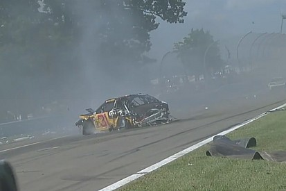NASCAR: Brutális becsapódások a versenyen!
