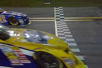 Amikor szükség van a célfotóra: rendkívül szoros befutó a NASCAR-ban