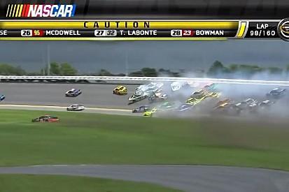 Kicsi a rakást játszottak a NASCAR-ban: komoly kis tömegkarambol alakult ki