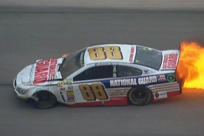 NASCAR: Kigyulladt Dale Earnhardt Jr. autója, de még hogy…
