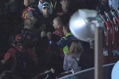 A NASCAR-ban így rendezik a nézeteltéréseket: jobbhorog az arcba