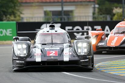 Porsche 1-2 tijdens vrije training voor 24 uur van Le Mans