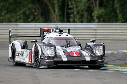 """Пара Porsche впереди в тренировке """"24 часов Ле-Мана"""""""
