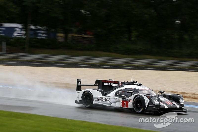 La lluvia permite a Porsche mantener la pole position