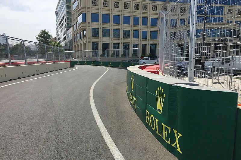 FIA、バクーの縁石&ピットレーンを変更