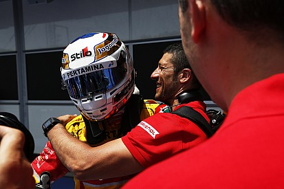 GP2 Baku: Giovinazzi wint chaotische sprintrace vol crashes